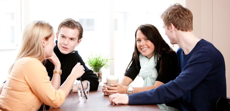 Gruppe med unge mennesker